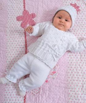 Жакет, штаны и шапка спицами для малыша
