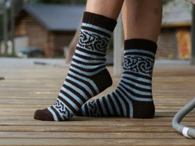 Полосатые носки с узором