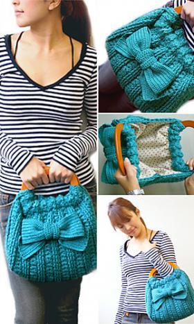 Голубая дамская сумочка