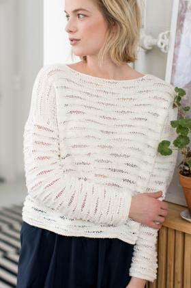 Текстурный свитер со снятыми петлями из двух видов пряжи