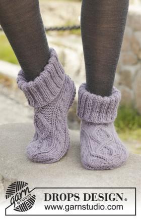 Рельефные носки спицами с отворотом