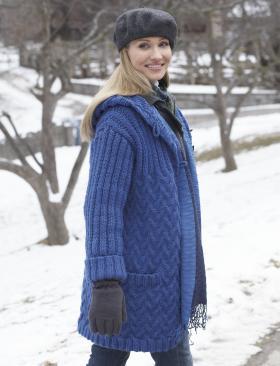 Пальто спицами с капюшоном и карманами