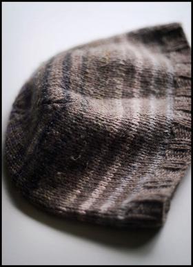 Вязаная шапка с полосами - Фото 2