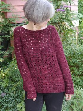 Пуловер с узором из обвитых петель