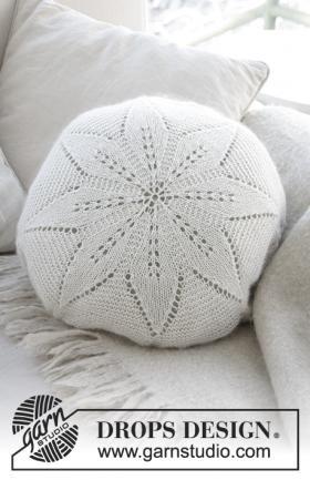 Подушка белый цветок