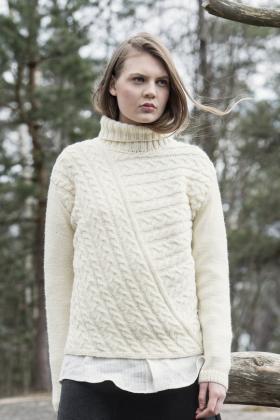 Оригинальный свитер с косами и высоким воротником