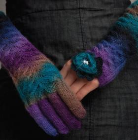 Митенки и перчатки с ажурными листьями