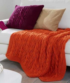 Плед и подушка со жгутами и ажурными элементами
