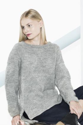 Пуловер с рельефными треугольниками