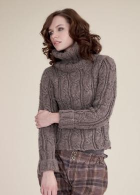 Короткий свитер с объемным воротником
