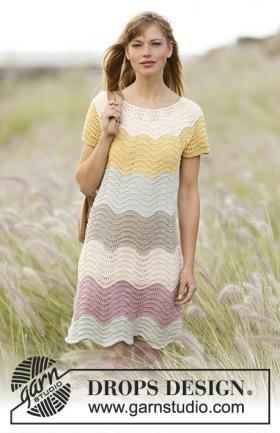 Платье создавая волну