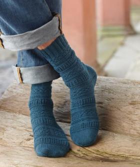 Носки с рельефными узорами и пяткой бумеранг