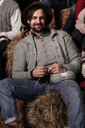Мужской жакет с узором из ромбов - Фото 1