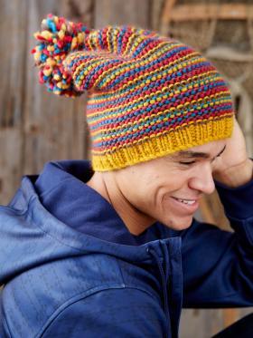 Разноцветная шапка с помпоном - Фото 1