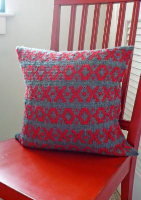 Подушка крестики-нолики