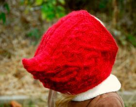 Красная шапочка с аранами для девочки - Фото 1