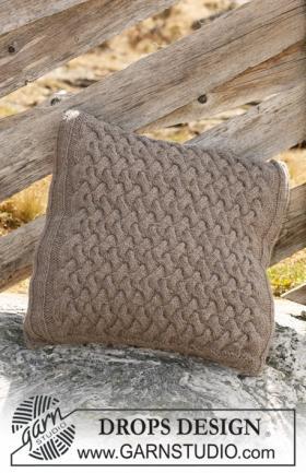 Подушка с рельефными волнами