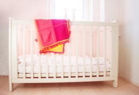 Яркое одеяло из квадратных мотивов - Фото 1