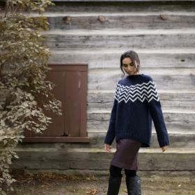 Пуловер с узором из шевронов