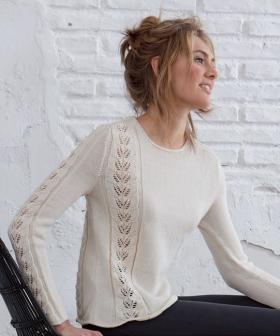 Пуловер с дорожками из ажурных листьев - Фото 1