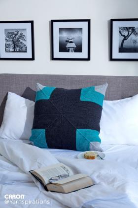 Подушка с диагональным узором
