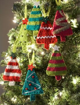 Новогодние игрушки спицами - елочки