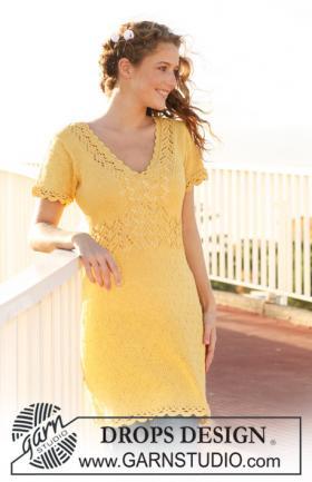 Платье спицами с ажурной отделкой и V-образным вырезом