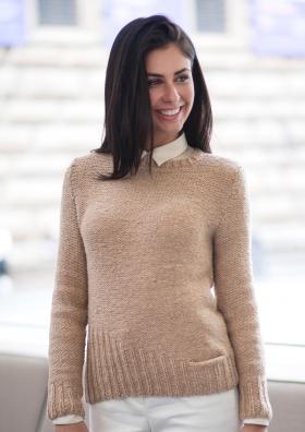 Пуловер с асимметричной деталью по краю
