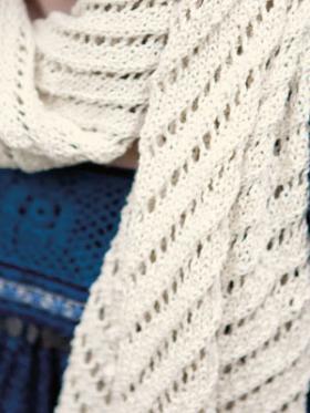 Ажурный шарф с диагональным узором - Фото 1
