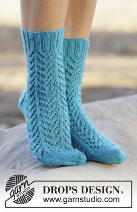 Ажурные носки спицами с узором елочка