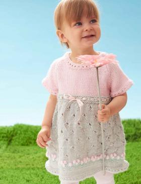 Платье для девочки спицами с коротким рукавом