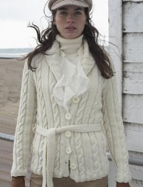 Жакет спицами на пуговицах с рельефным узором