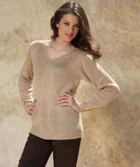Классический пуловер с V-образным вырезом спицами
