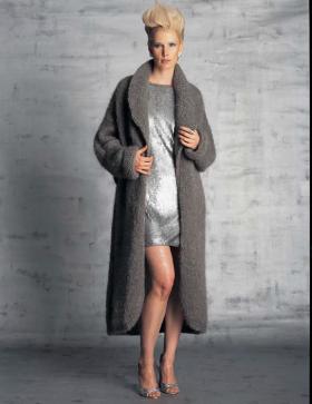 Длинное пальто спицами с воротником шалька
