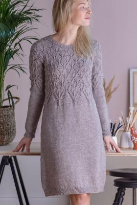 Платье с ажурной кокеткой и длинным рукавом