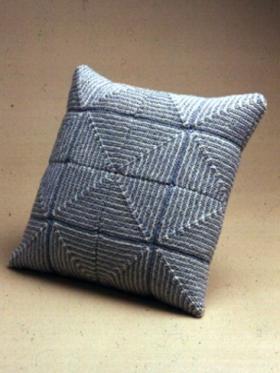 Подушка в пастельных тонах