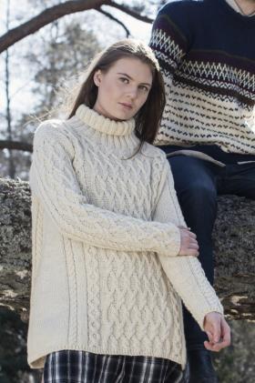 Свободный свитер с узором из аранов и высоким воротником