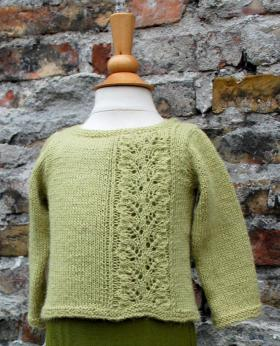 Детский пуловер с ажурной дорожкой