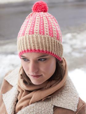 Цветная зимняя шапка спицами