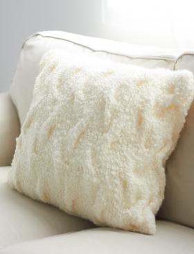 Белая подушка с рельефным узором