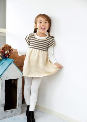 Маленькое платье спицами для девочки