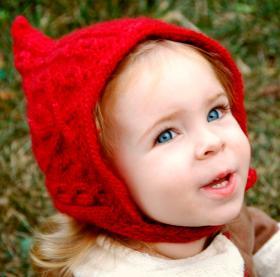 Красная шапочка с аранами для девочки
