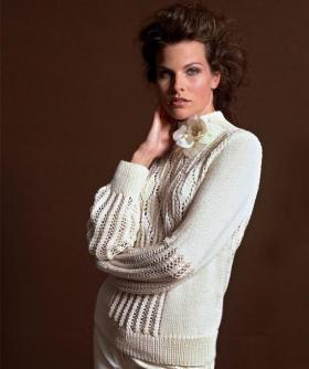 Элегантный свитер с ажурными узорами