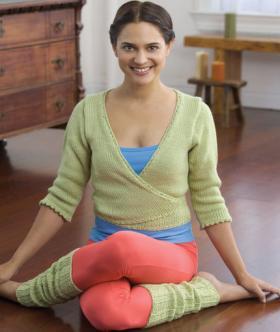 Кофта с запахом и гетры спицами для йоги