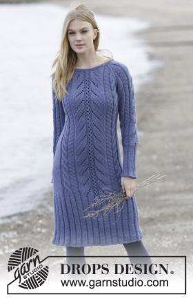 Платье с ажурно-рельефными узорами до колен