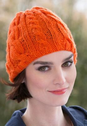 Теплая шапка с рельефным узором