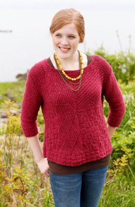 Рельефный пуловер спицами женский