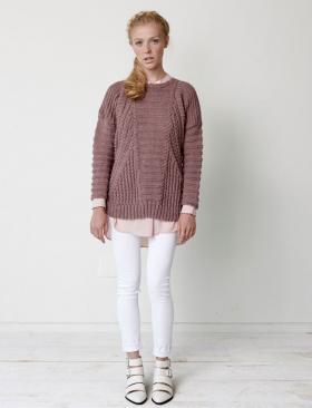 Пуловер со жгутами и спущенной проймой