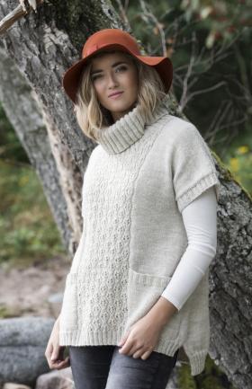 Свободный пуловер с ажуром по центру переда и спинки