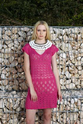 Розовое ажурное платье спицами